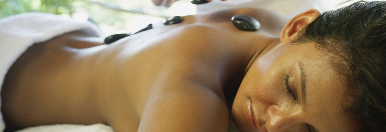 Ayurvedische Hot Stone Massage bei einer Sri Lanka Reise