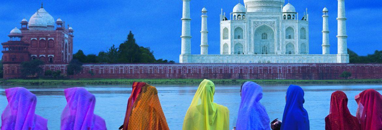 Blick auf den Fluss Yamuna und das Taj Mahal