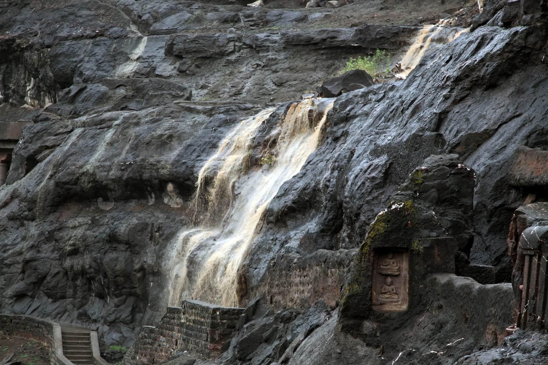 Die Ajanta-Höhlen gehören seit 1983 zum UNESCO-Weltkulturerbe und bestehen aus mehreren Höhlentempeln