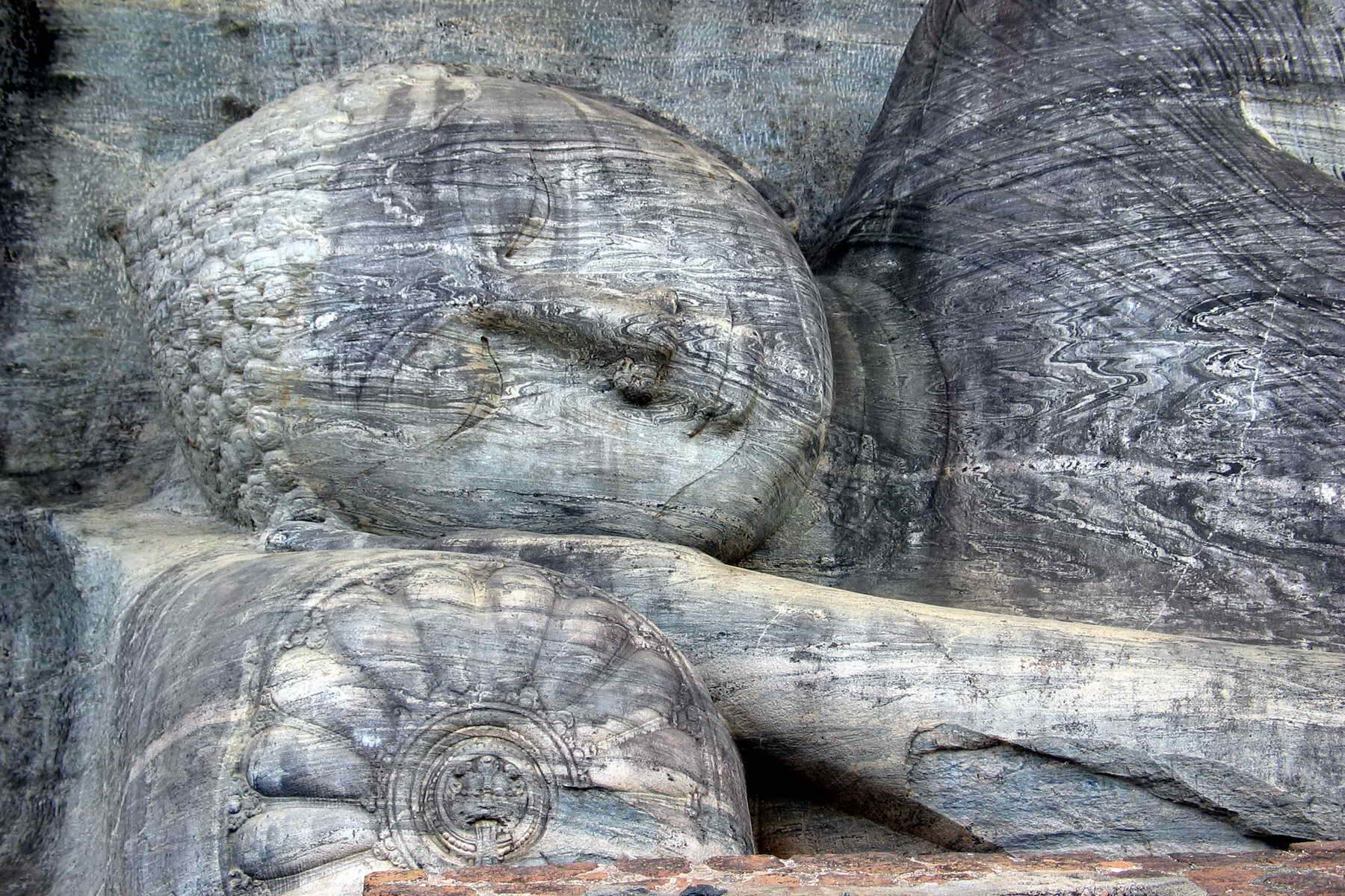 Liegender Buddha in Galviharaya