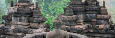 Die buddhistische Tempelanlage Borobudur stammt vermutlich aus dem 9. Jahrhundert, geriet aber in Vergessenheit und wurde erst 1814 wiederentdeckt.