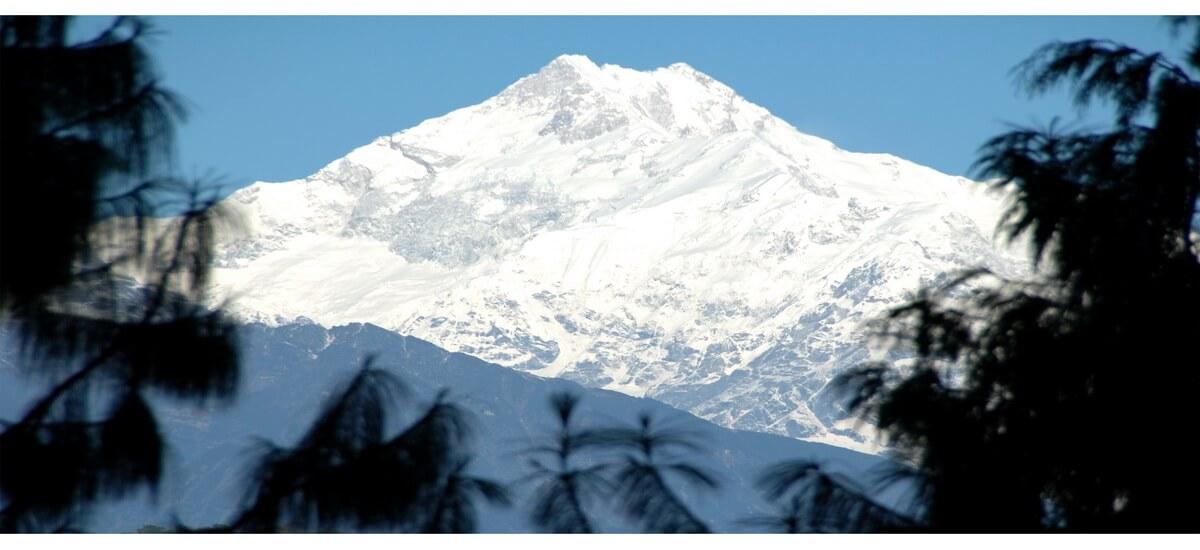 Schneebedeckte Berge in Ostindien