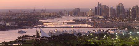 Der Dubai Creek ist ein natürlicher Meeresarm des Persischen Golfes, der Dubai in die Stadtteile Bur Dubai und Deira teilt.