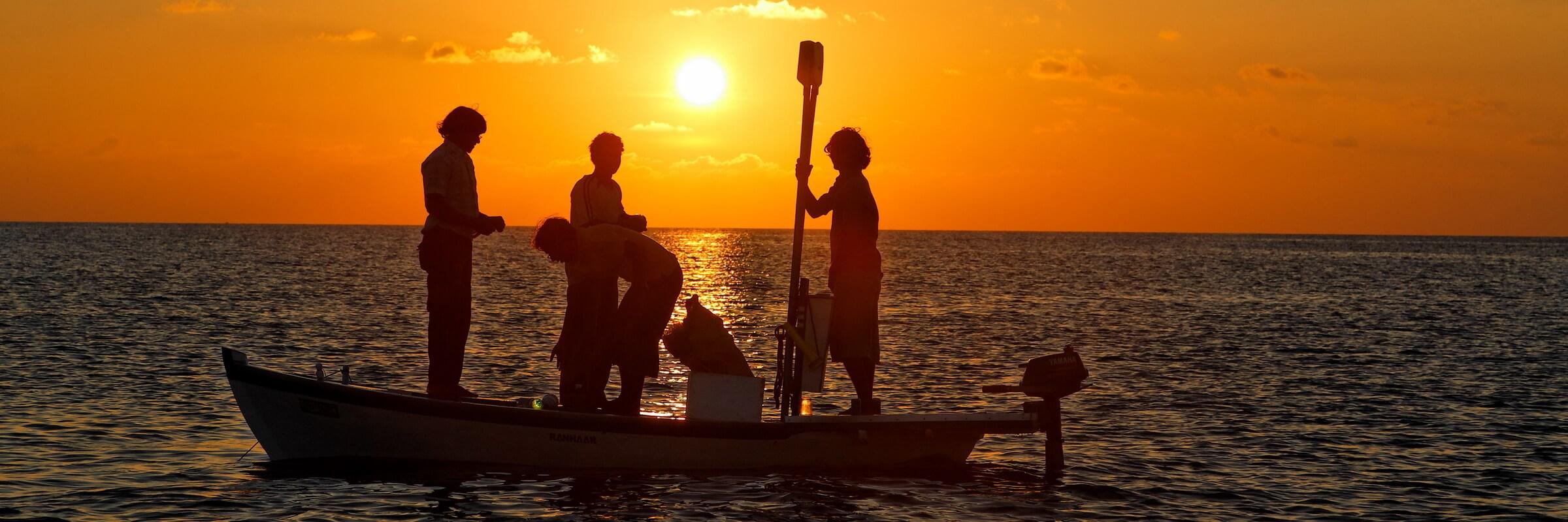 Im Rahmen einer Malediven Reise empfiehlt es sich, auch Bootsasuflüge zu unternehmen, die vielerorts und auch während Kreuzfahrten in der Region angeboten werden.