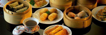Dim Sum ist eine chinesische Spezialität, welche häufig als kleine Häppchen in Bambusschalen zum Tee serviert wird.