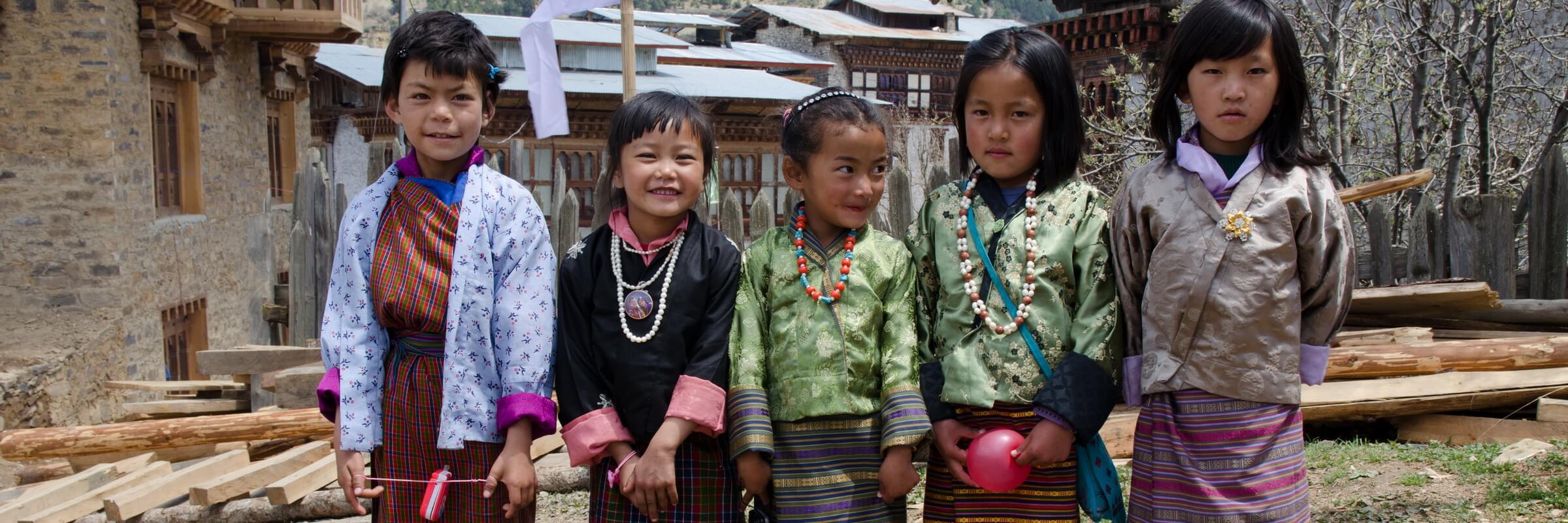 Die farbenfrohen Festivals (Tshechus) in Bhutan sorgen auch bei den Kindern für große Begeisterung.