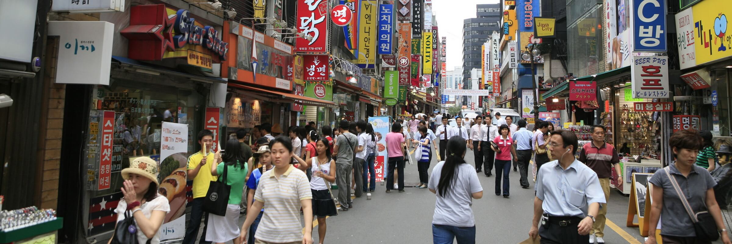Das Einkaufsviertel Myeongdong ist einer der angesagtesten Orte in Seoul, sowohl unter Einheimischen als auch unter Touristen.