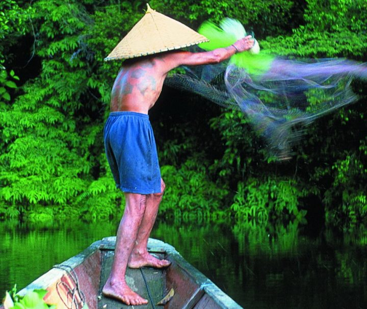 Bei den indigenen Volksgruppen im malaiischen Sarawak spielen Fischerei und Jagd noch eine entscheidende Rolle.