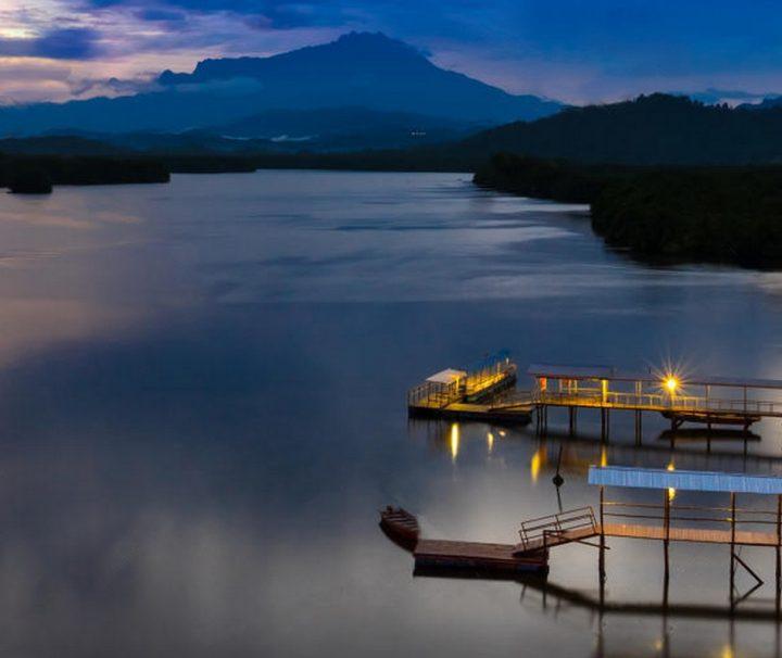 """Im Wasserdorf Gayang nahe Kota Kinabalu können Besucher das Leben der Bajau-Laut, der sogenannten """"Wasserzigeuner"""", kennenlernen."""