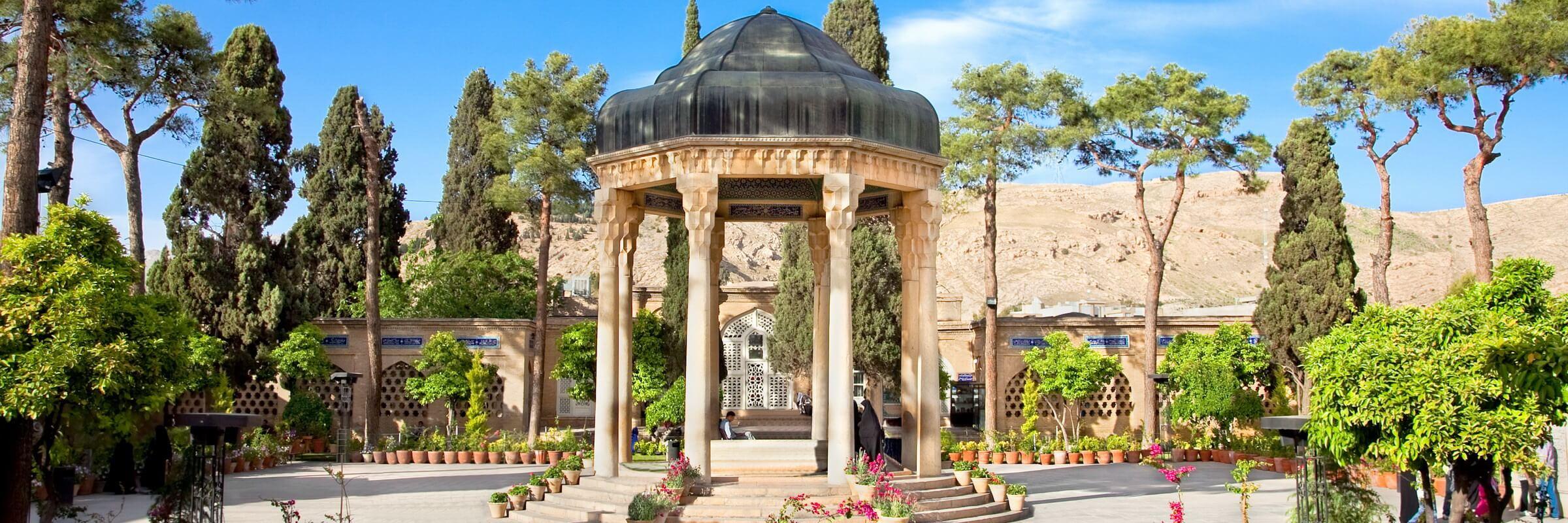 Hafis gilt als einer der bekanntesten persischen Dichter und Mystiker und hatte bereits im Kindesalter den gesamten Koran auswendig gelernt.