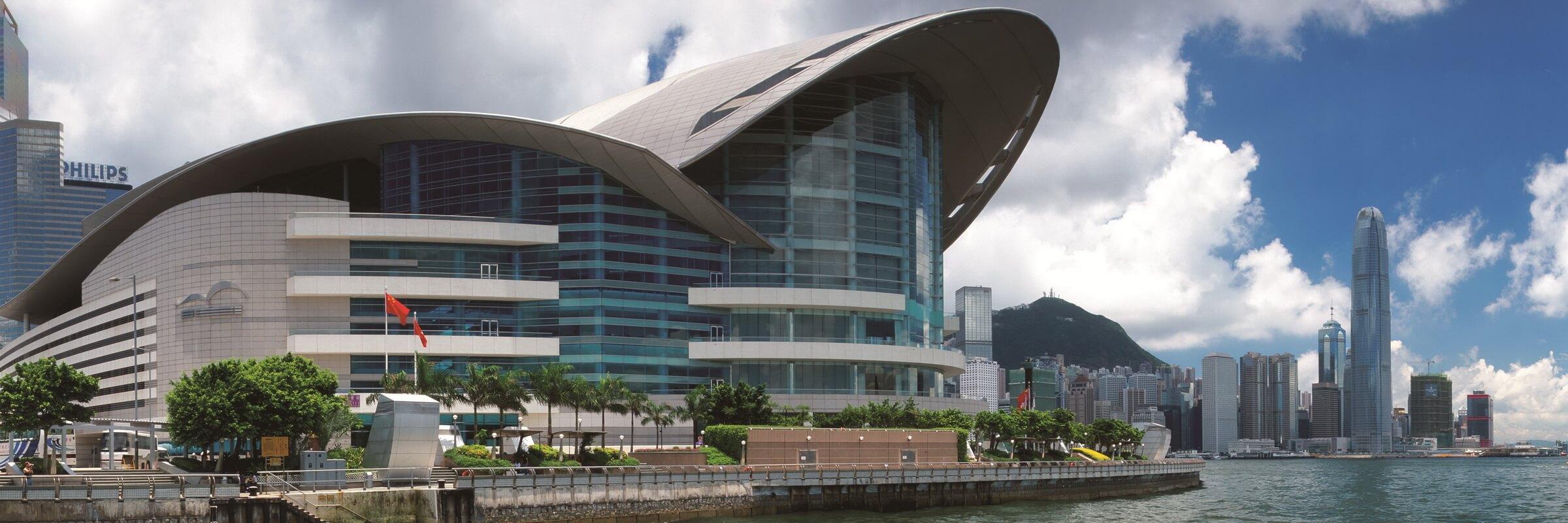 Das Hong Kong Convention and Exhibition Centre im Stadtgebiet Wan Chai North, Hongkong ist eines der zwei größten Center Hongkongs und ist von zahlreichen Hotels und Geschäftsgebäuden umgeben.