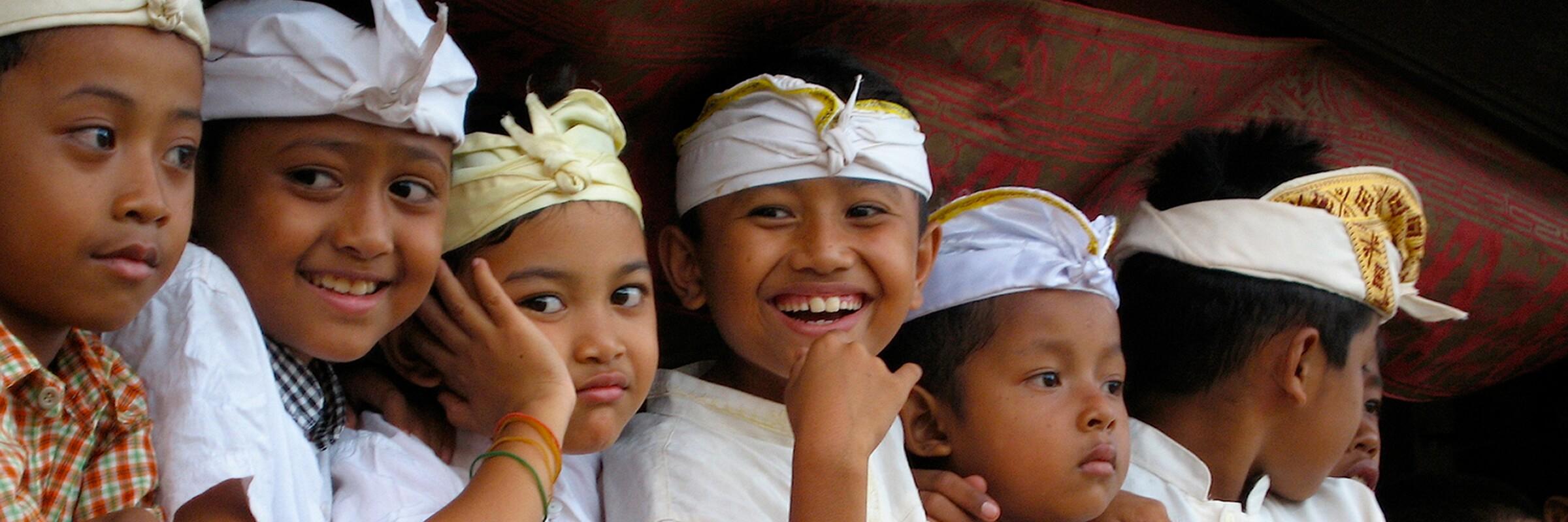 Die farbenfrohen Festivals auf Bali sind gerade für Kinder besondere Ereignisse.