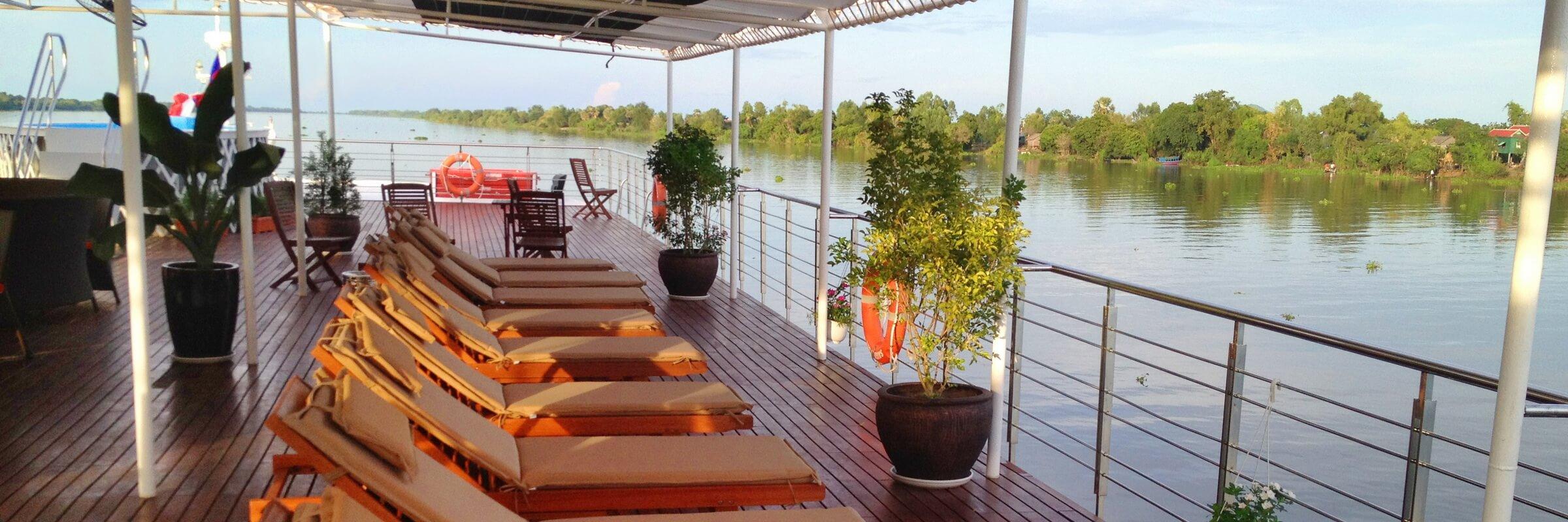 Das Sonnendeck der Mekong Adventurer mit bequemen Liegestühlen und Whirl-Pool lässt keine Wünsche offen.