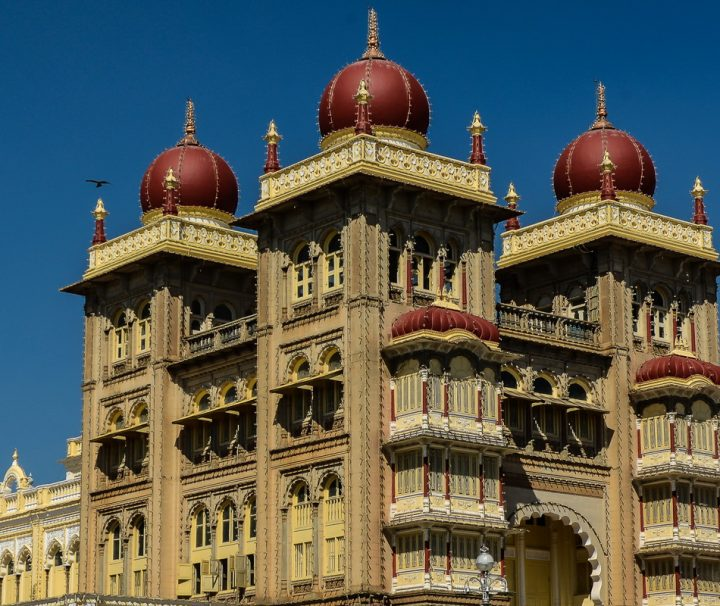 Der Palast Amba Vilas war früher die Residenz der Maharajas des ehemaligen Fürstenstaates Mysore und zählt zu den berühmtesten Palastbauten Indiens.