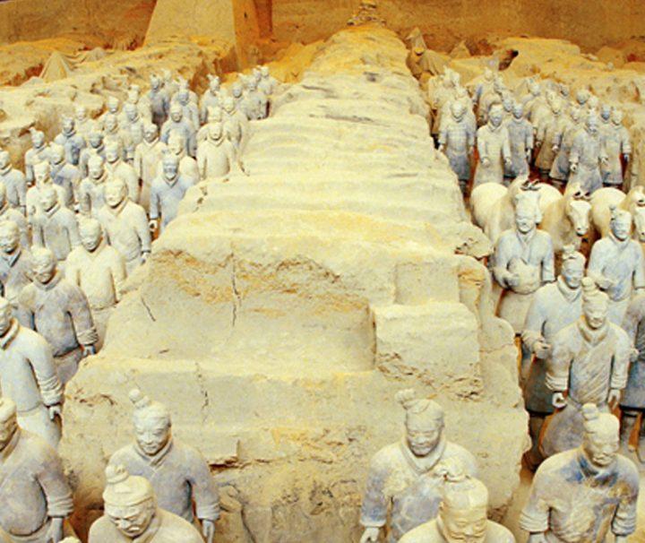 Die seit 1987 zum UNESCO-Weltkulturerbe gehörende Terrakottaarmee im Mausoleum des ersten Kaisers von China Qin Shihuangdis in Xi'an.