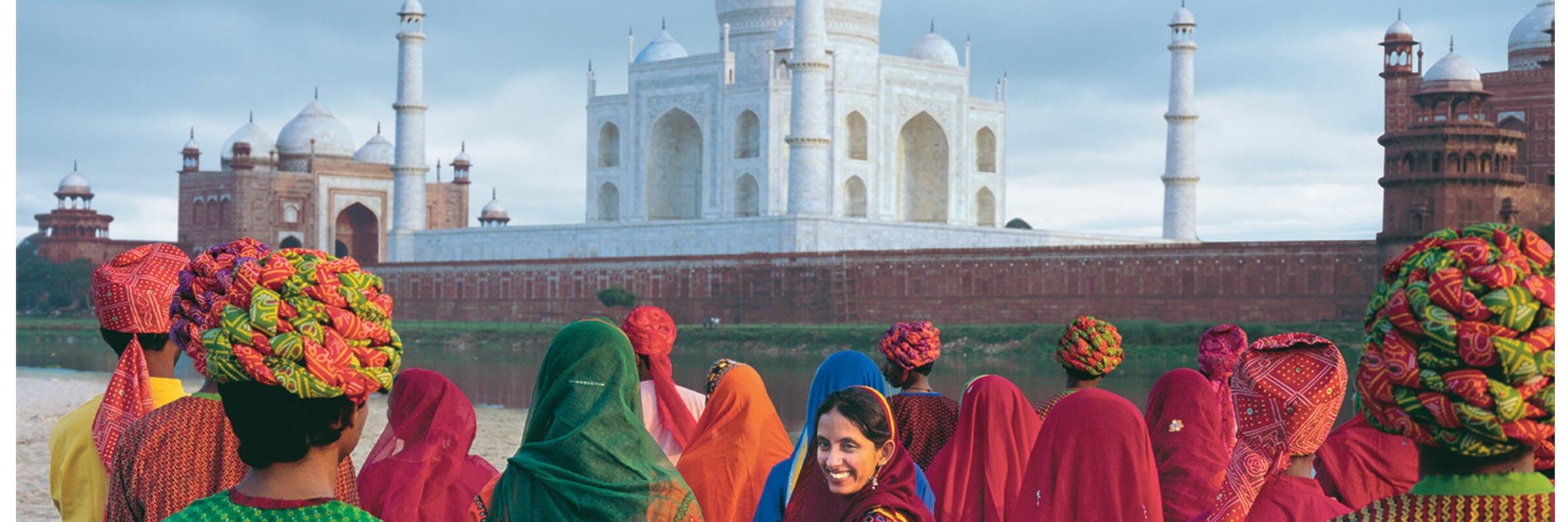Das Taj Mahal ist ein Mausoleum in Form einer Moschee, welches Großmogul Shah Jahan zu Ehren seiner Liebe Mumtaz Mahal erbauen ließ. Seit 1983 zählt es zum UNESCO Weltkulturerbe.