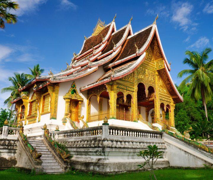 In dem von 1904 bis 1909 errichteten Nationalmuseum, dem ehemaligen Königspalast, können der Thron der Herrscher der Lan Xang-Periode sowie zahlreiche religiöse Schätze besichtigt werden.