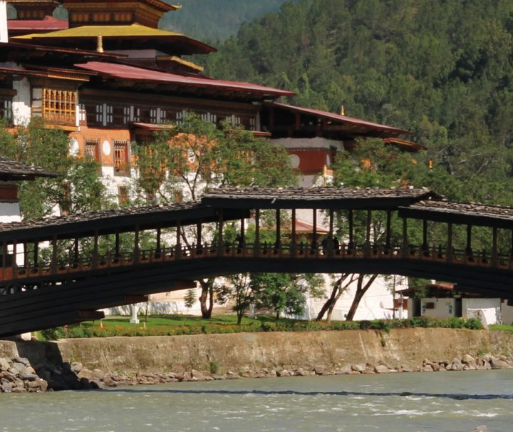 Der imposante Punakha-Dzong wurde im Jahr 1637 durch Ngawang Namgyal als Festung gegen die einfallenden Tibeter errichtet.