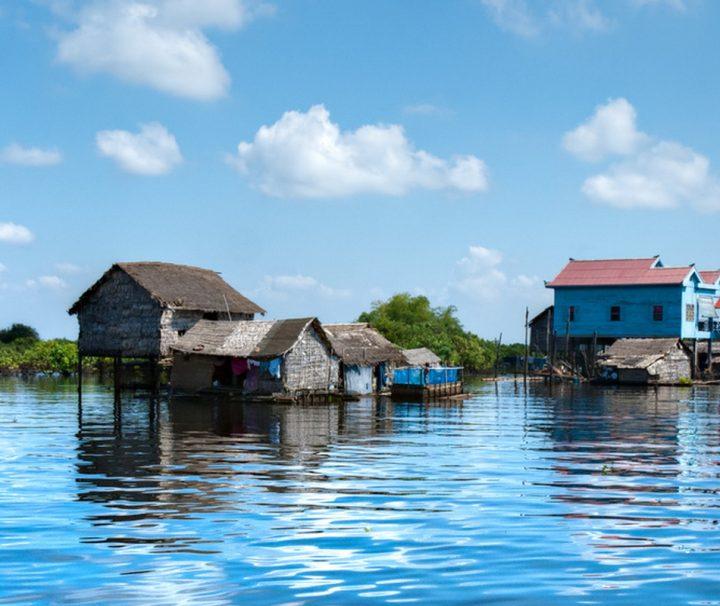 Die Bewohner des Tonle Sap Sees leben in auf Pfahlbauten errichteten Dörfern, die während der Hochwasser in der Regenzeit aussehen, als würden sie schwimmen.