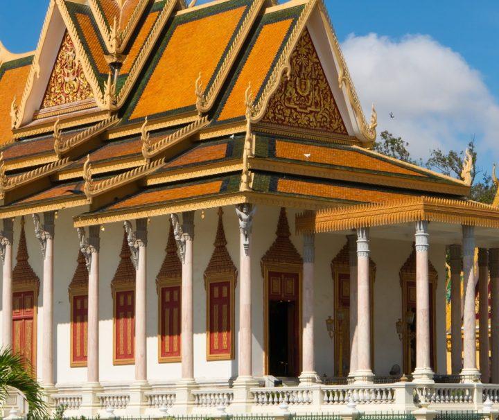 Die Thronhalle und der Tempel des Königs, die Silver Pagoda, zählen zu den wichtigsten Gebäuden in Phnom Penh.