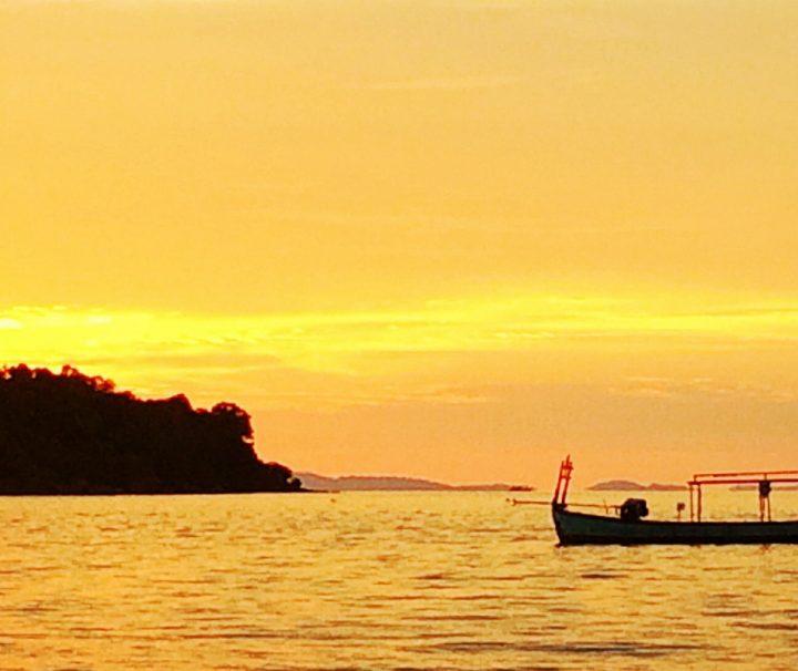 Kambodschas Hauptstadt Phnom Penh ist malerisch am Ufer des Mekong geleben.