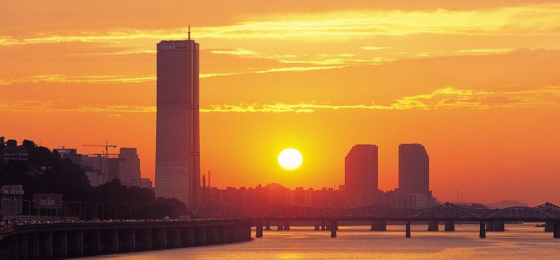 Südkoreas Hauptstadt Seoul bei Sonnenuntergang ist ein atemberaubender Anblick.