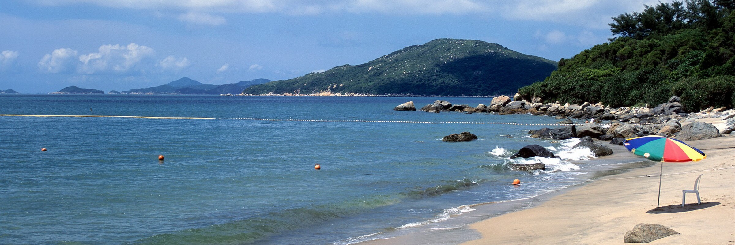 Lantau Island hat über 100.000 Einwohner und ist Hong Kongs größte insel