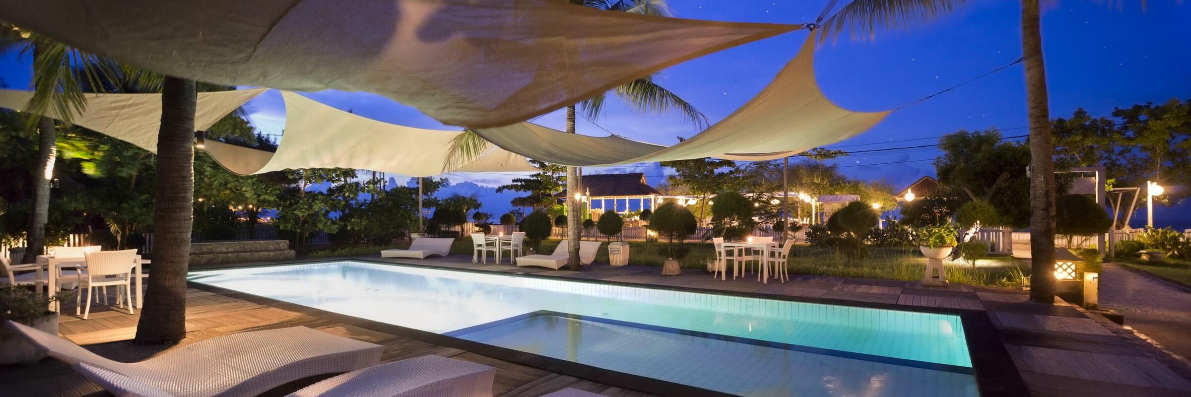 Das Gili Eco Villas verfügt über einen schönen Swimmingpool und zahlreiche Sonnenliegen, die zum Baden und Relaxen einladen.