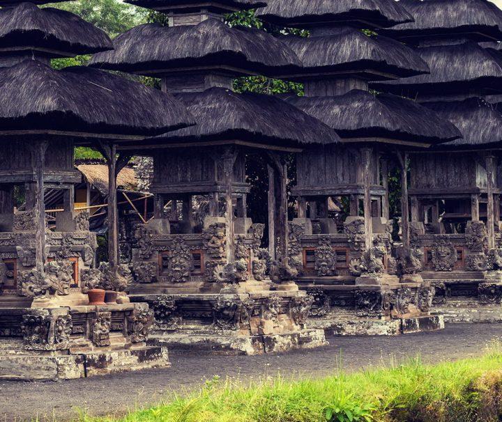 """Die Tempelanlage Pura Besakih auf Bali ist das bedeutendste hinduistische Heiligtum der Insel und gilt als """"Muttertempel"""" aller balinesischen Tempel."""