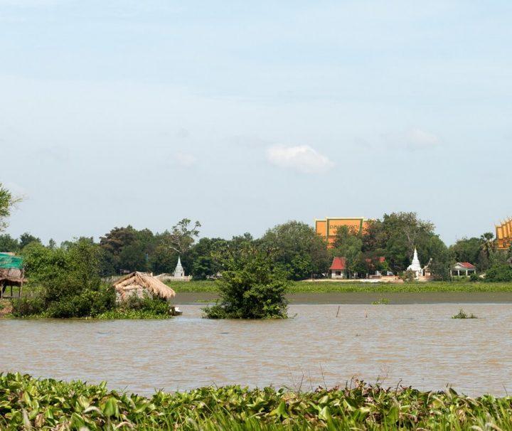 Der malerische See Tonle Bati in Kambodscha ist unter Einheimischen und Reisenden ein beliebtes Ausflugsziel.
