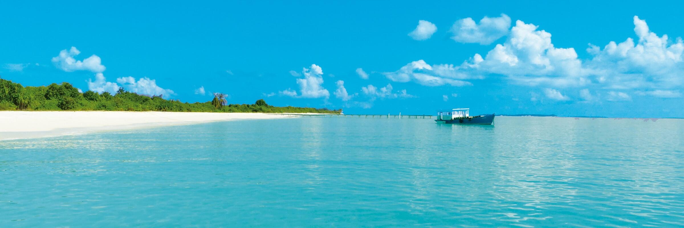 Das Hondaafushi Island Resort liegt im fast noch unberührten Haa Dhaalu Atoll und bietet perfekte Tauch- und Schnorchelbedingungen.