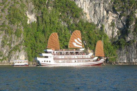 Die Bhaya Cruise in der Halong Bucht von Vietnam