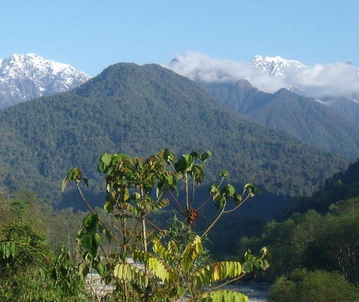 Genießen Sie währnend des Treks das Bergpanorma in Myanmar