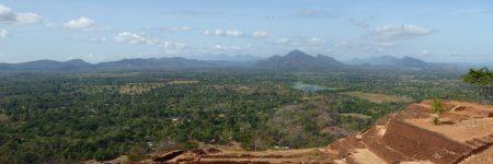 Der Aufstieg lohnt sich! Dieser wunderbare Blick wartet auf dem obersten Plateau des Löwenfelsens Sigiriya
