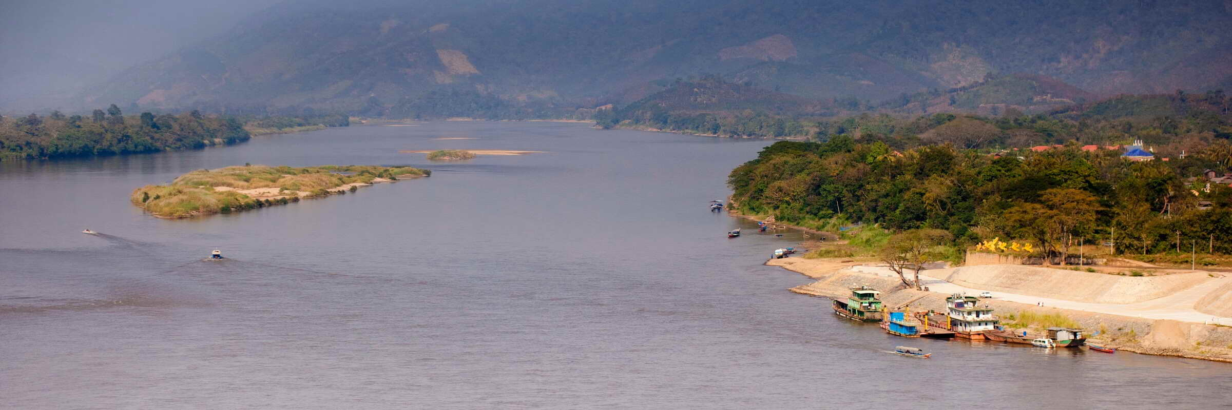Das Goldene Dreieck ist geografisch gesehen der Ort, an dem der Fluss Ruak in den Mekong mündet.