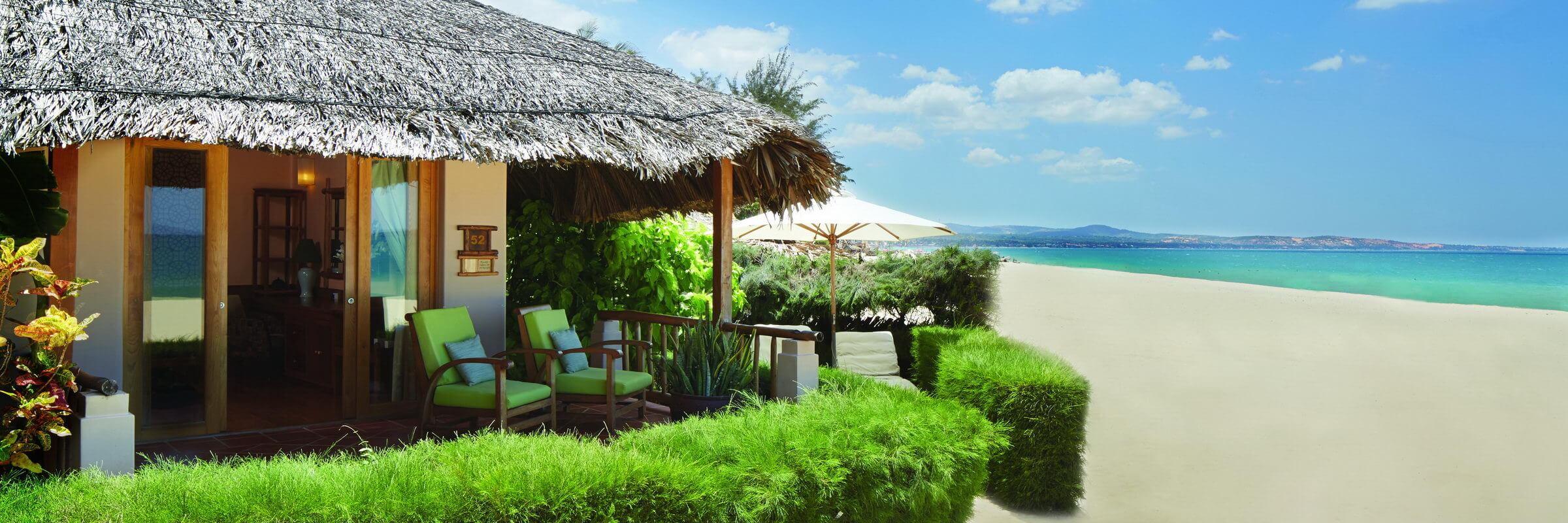 Die Deluxe Beachfront Bungalows verfügen über jeglichen Komfort und liegen direkt am Strand mit ungestörtem Blick auf das Meer.