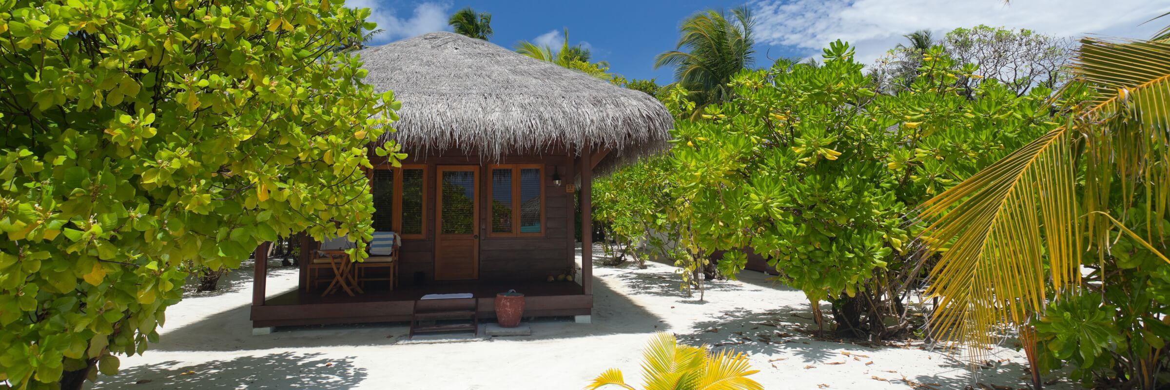 Die Deluxe Villa Unterkünfte verfügen über ein halboffenes Bad sowie eine Badewanne und sind in Einzelbungalows gelegen.