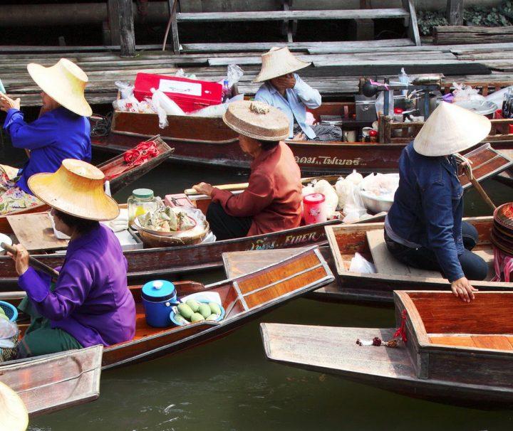 Da Flüsse und Kanäle früher die hauptsächlichen Verkehrsadern waren, bot sich für die Bauern die Möglichkeit auf Booten ihre Ware zu verkaufen.