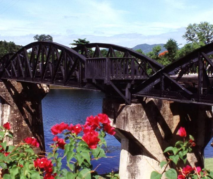 Die berühmte Brücke am Kwai wurde 1944 fertiggestellt und ist 320 m lang.
