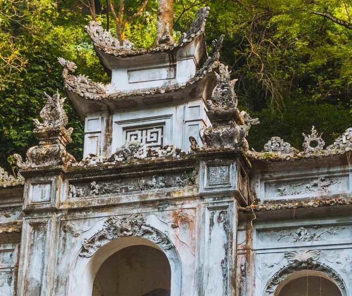 Perfume Pagoda ist ein riesiger Komplex von buddhistischen Tempeln