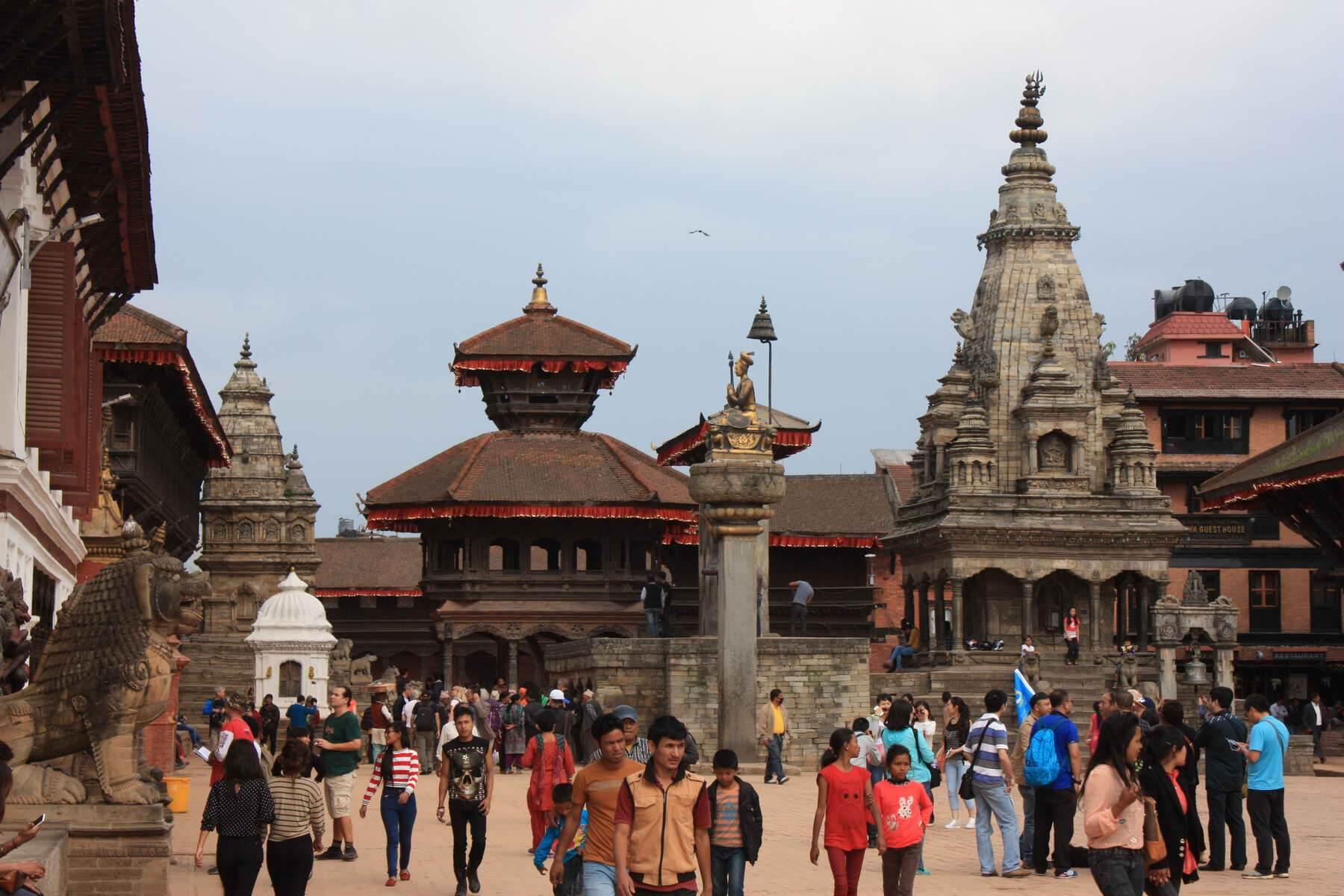 In Bhaktapur befinden sich 172 Tempelanlagen aus der Zeit vom 14. bis zum 18. Jahrhundert, seit 1979 ist die Stadt Teil des UNESCO-Weltkulturerbes.