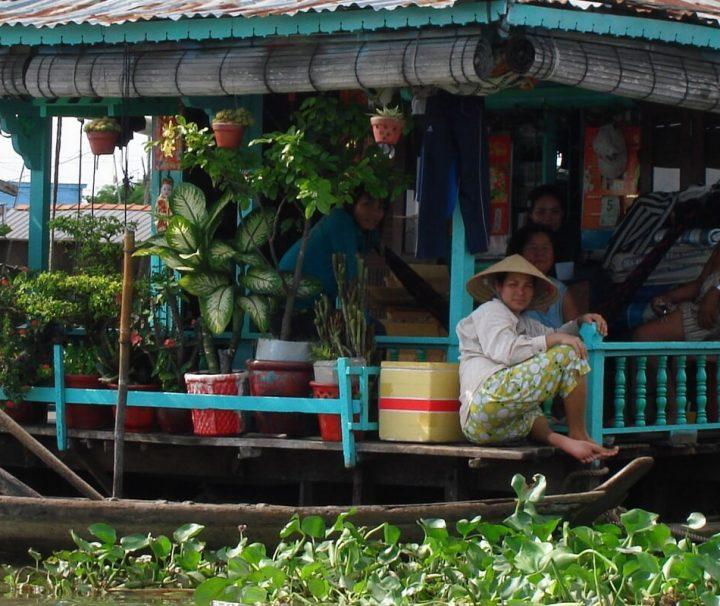 Die Bewohner des Mekong Deltas haben sich perfekt auf das Leben am Wasser angepasst, viele von ihnen leben auf schwimmenden Häusern.