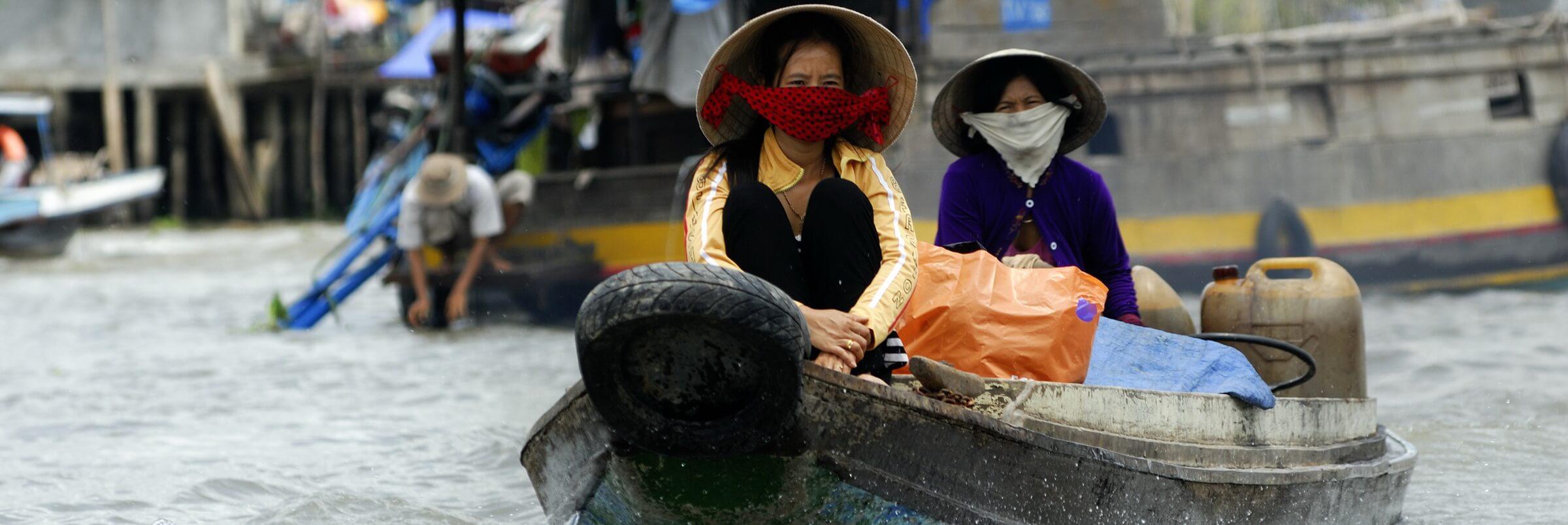 Die sogenannten schwimmenden Märkte sind Großmärkte des Mekong Deltas, auf denen Obst und Gemüse aus lokaler Produktion direkt vom Schiff aus verkauft werden.