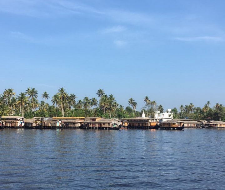 Hausboothafen auf den Backwaters in Kerala