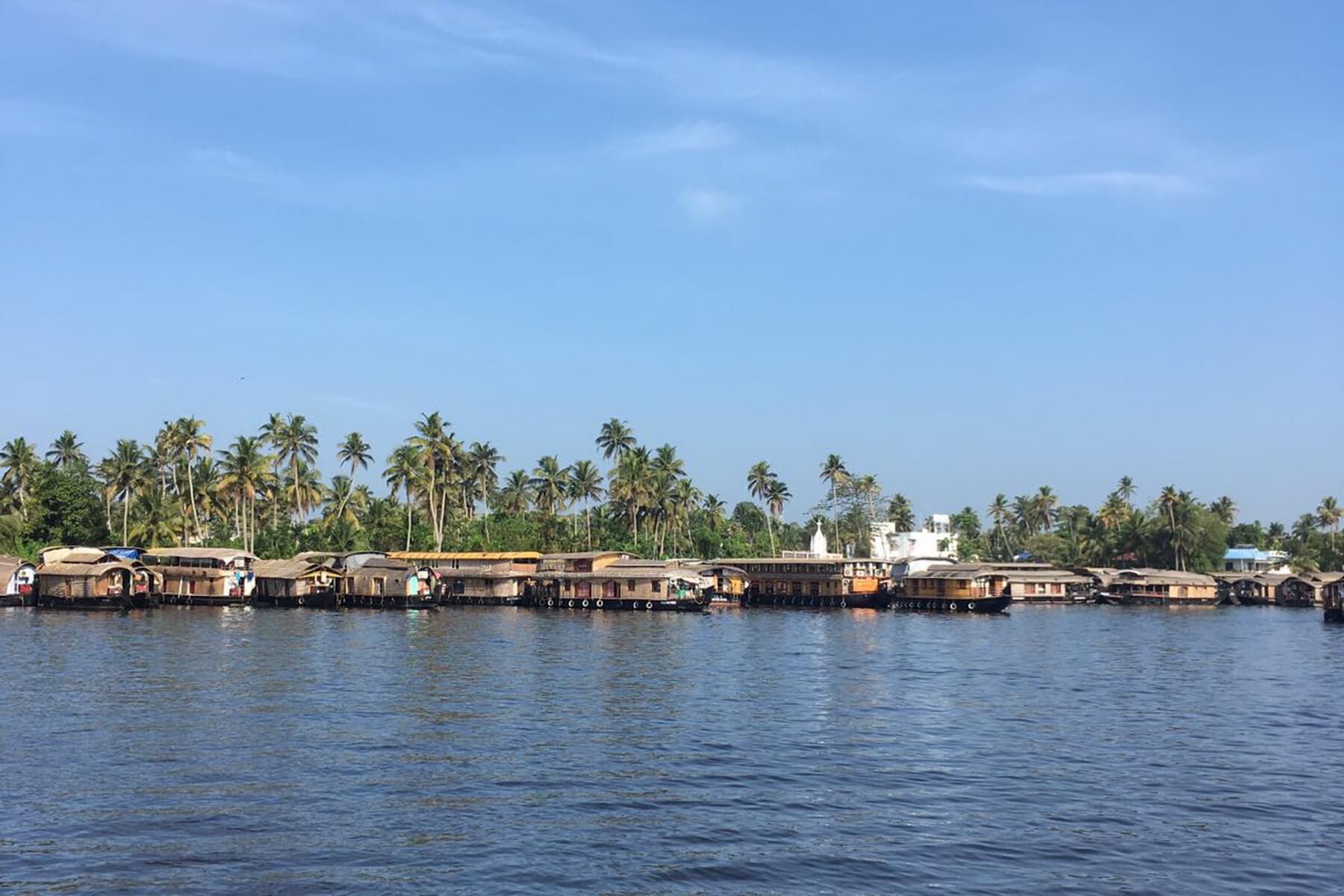Hausboothafen auf den Backwaters in Kerala