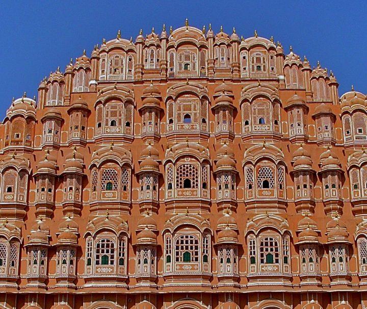 """Der Palast der Winde, auch Hawa Mahal genannt, ist das Symbol der Stadt Jaipur, die auch als """"Pink City"""" bekannt ist."""