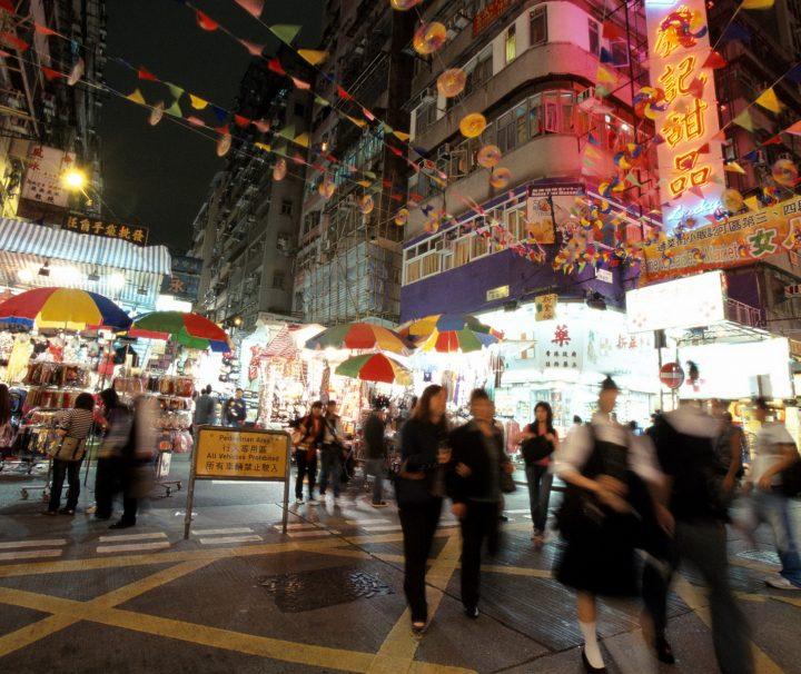 Der Ladies Market findet hauptsächlich nachmittags und abends statt und bietet eine