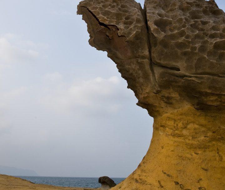 Erosionen und andere Naturgewalten haben bei Yehliu in Taiwan eine Reihe von einzigartigen Meeresskulpturen hervorgebracht.
