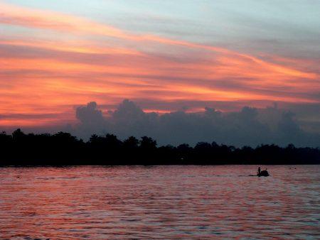 Traumhafte Sonnenuntergänge am Mekong sind ein atemberaubender Anblick und in Vietnam keine Seltenheit.