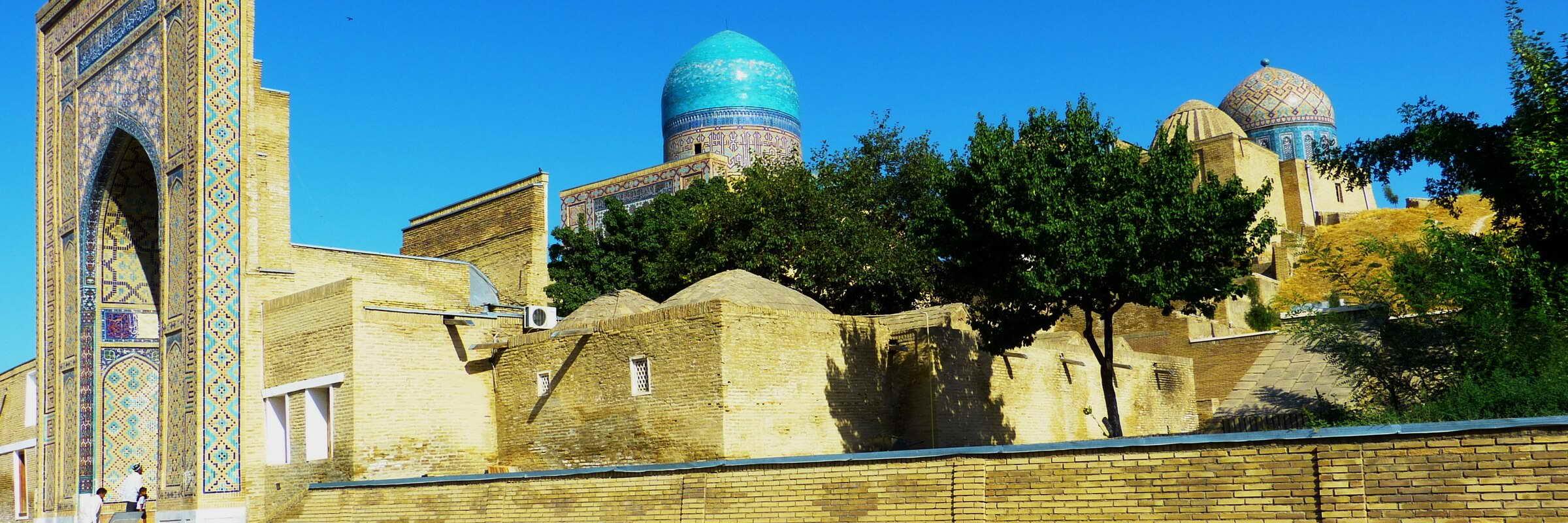 Shohizinda im usbekischen Samarkand ist eine der bekanntesten Nekropolen in Zentralasien.